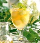 Birnenbowle mit Zitronenmelisse